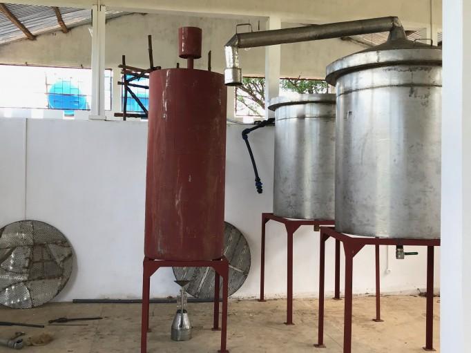 Notre unité de distillation au gaz, une première ici