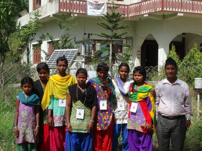 Equipe de récolteuses, nous valorisons le travail de la femme à travers nos partenariats